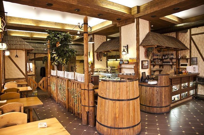 Интерьер кафе из дерева